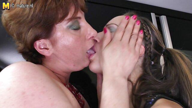 Pornografia sem registo  Carlycurvy Fala Sujo em lingerie e vídeo pornô vídeo pornô mulher com mulher brinca com curvas
